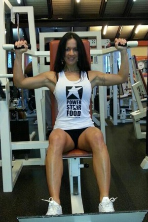 Powerstar Food Sponsorathletin Antonella Trantaki beim Workout