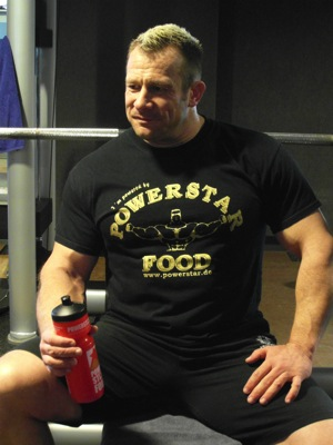 Achim Weitz im POWERSTAR FOOD Shirt black