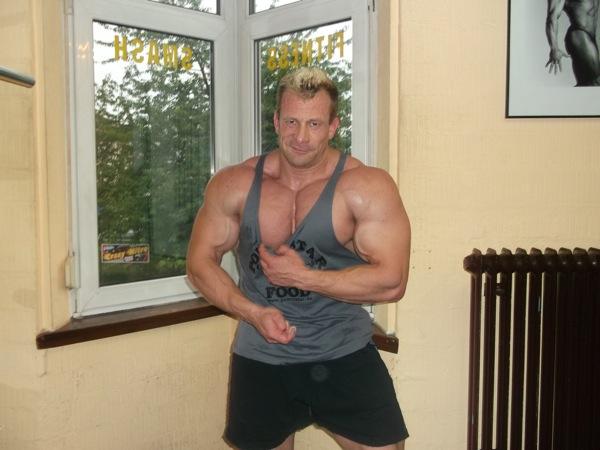 Powerstar Food Athlet Achim Weitz mit Tanktop