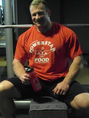 Mein ständiger Begleiter im Training, die Powerstar Food Trinkflasche mit RC Hardcore BCAA
