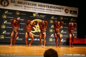 Powerstar Food Athleten Achim Weitz (mitte) und Martin Dudas (ganz rechts) beim Gesamtsiegerstechen der Deutschen Meisterschaft 2011