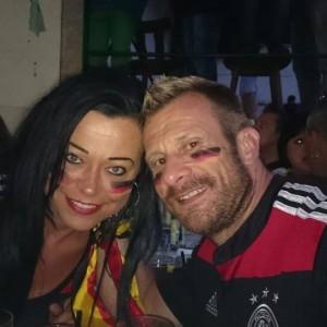 Daumen drücken jür Jogis-Jungs Achim und Melanie stehen als große Sportfreunde natürlich voll hinter dem Deutschen Team!!!