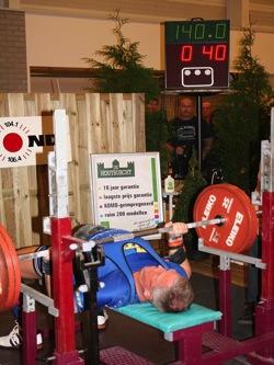 Herbert Leser Athlet des Monats 03 2015 WM 140kg Bank.jpg