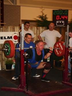 Herbert Leser Athlet des Monats 03 2015 WM 200kg Knie.jpg
