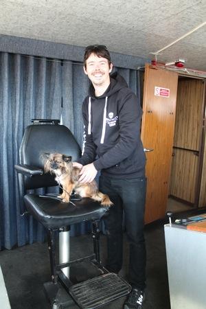 Kapitaen Peter Hammarstedt mit POWERSTAR Hund Amy auf der Bob Barker