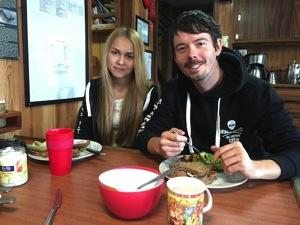 Peter Hammarstedt und Makayla von POWERSTAR FOOD beim Lunch auf der Bob Barker