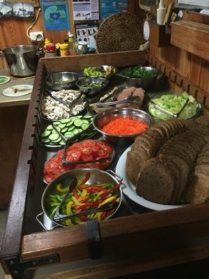 Veganer Luch an Board der Bob Barker mit POWERSTAR FOOD