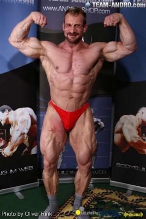 Achim Weitz beim Einwiegen zur Internationalen Deutschen Meisterschaft 2014 mit einem Gewicht von knapp 90 kg